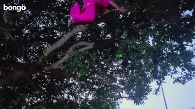 Tonmoy Save Moyna From The Tree Owner - Dui Prithibi