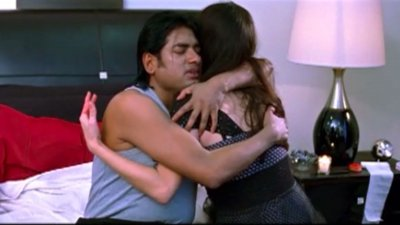 Ananta Embraces A Girl – The Speed