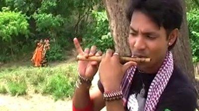 Ore Bajitechhe Shyamer Banshi